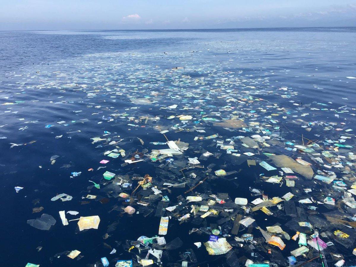 Op strand in Bali spoelt dagelijks 60 ton plastic aan