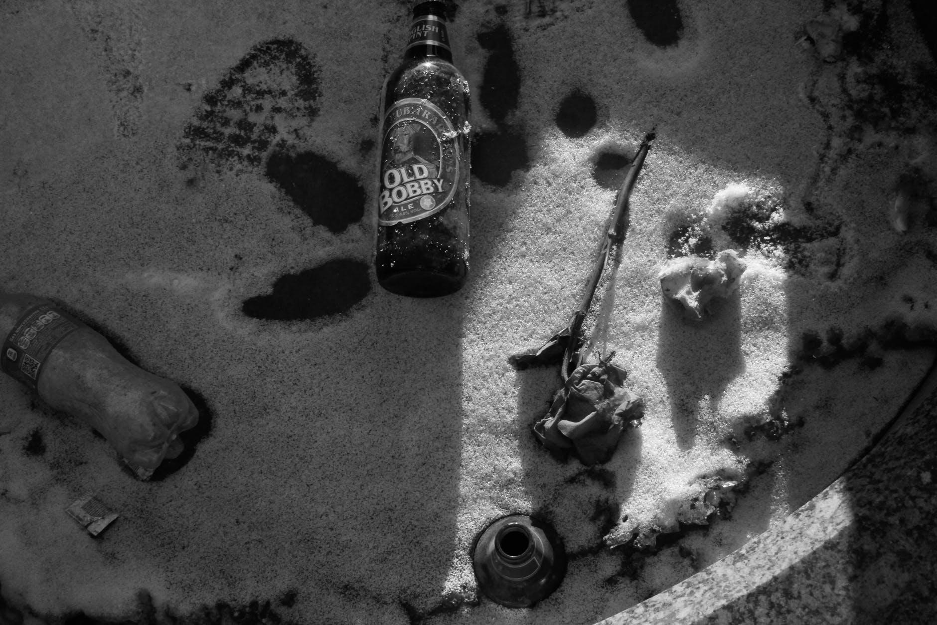 De sneeuw is gesmolten, maar duizenden plastic borstelharen van veegmachines blijven nog jaren liggen